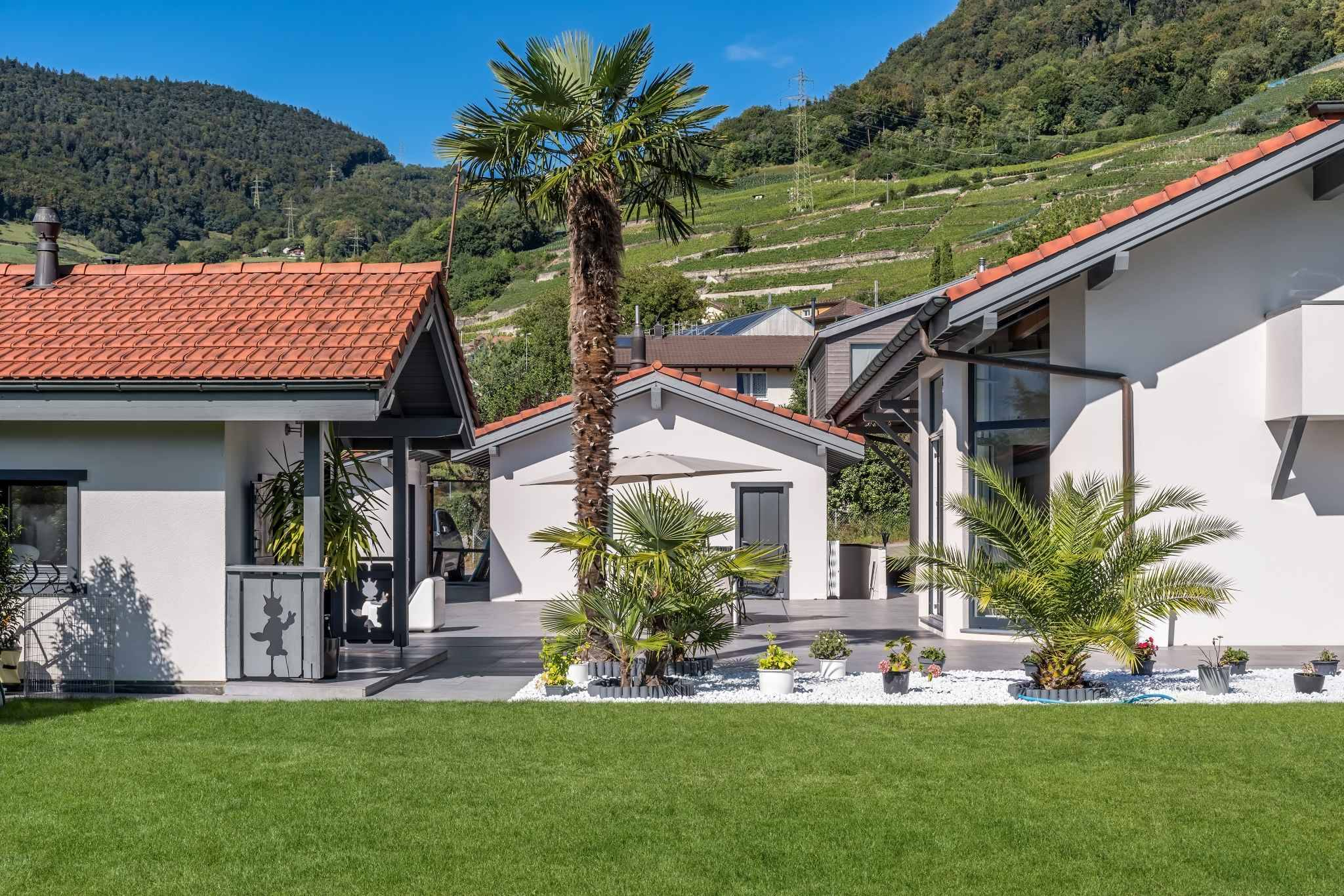 Detached 5.5-room villa and 2.5-room independent apartment