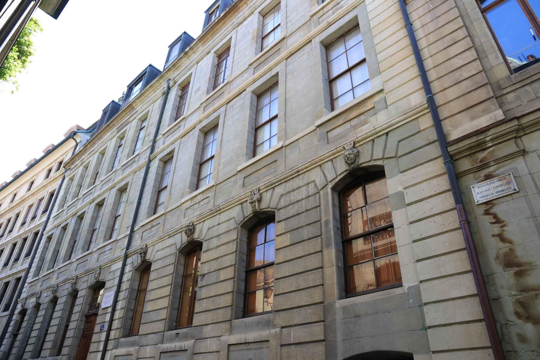 VIEILLE-VILLE - Bureaux de 74 m²