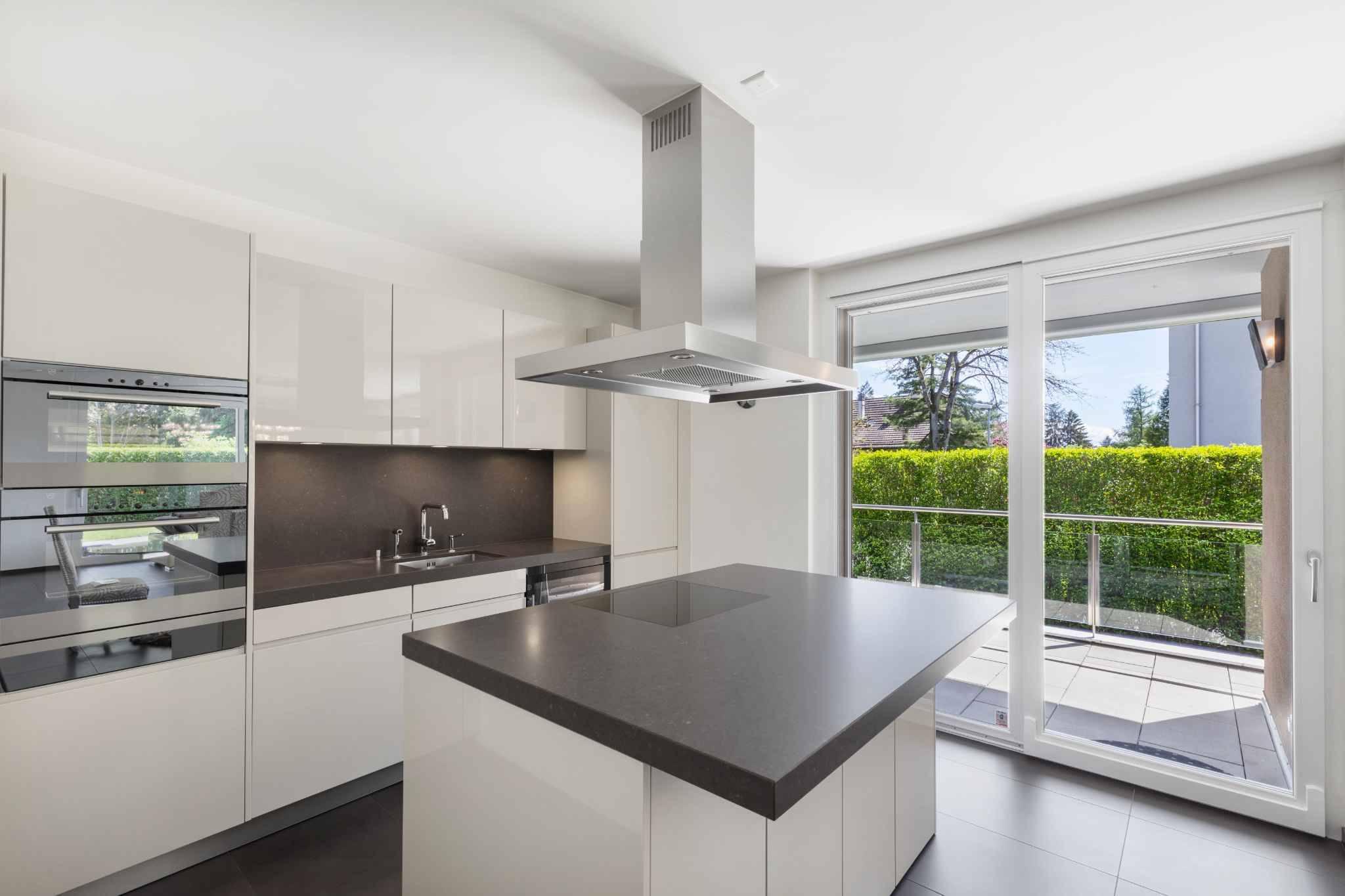 Appartement récent de 3.5 pièces avec terrasse, jardin et jacuzzi
